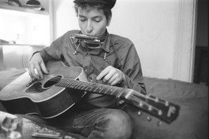 Bob Dylan playing slide guitar, Greenwich Village, NYC 1961